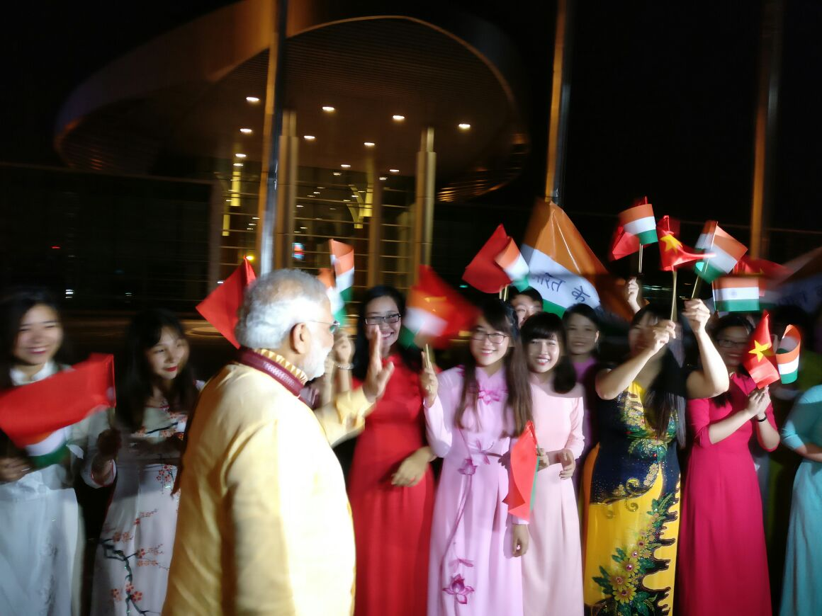 Grand welcome to PM Modi at Hanoi airport